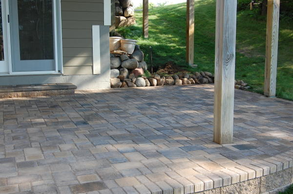 <b>Pavers:</b> Cobble Series<br /><b>Color:</b> Chestnut Blend, Lakeshore Blend mix<br /><b>Pattern:</b> Random cobble<br /><b>Border:</b> Single row<br /><b>Location:</b> Titusville<br /><b>Install Date:</b> August 2009