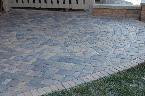 <b>Pavers:</b> Cobble Series<br /><b>Color:</b> Lakeshore Blend, Chestnut Blend 50/50 mix<br /><b>Pattern:</b> Random cobble<br /><b>Style:</b> Raise Patio with free standing walls, columns.<br /><b>Walls:</b> VERSA-LOK chestnut blend block.<br /><b>Location:</b> Near Sterling and Mailand in South Maplewood<br /><b>Install Date:</b> September 2008