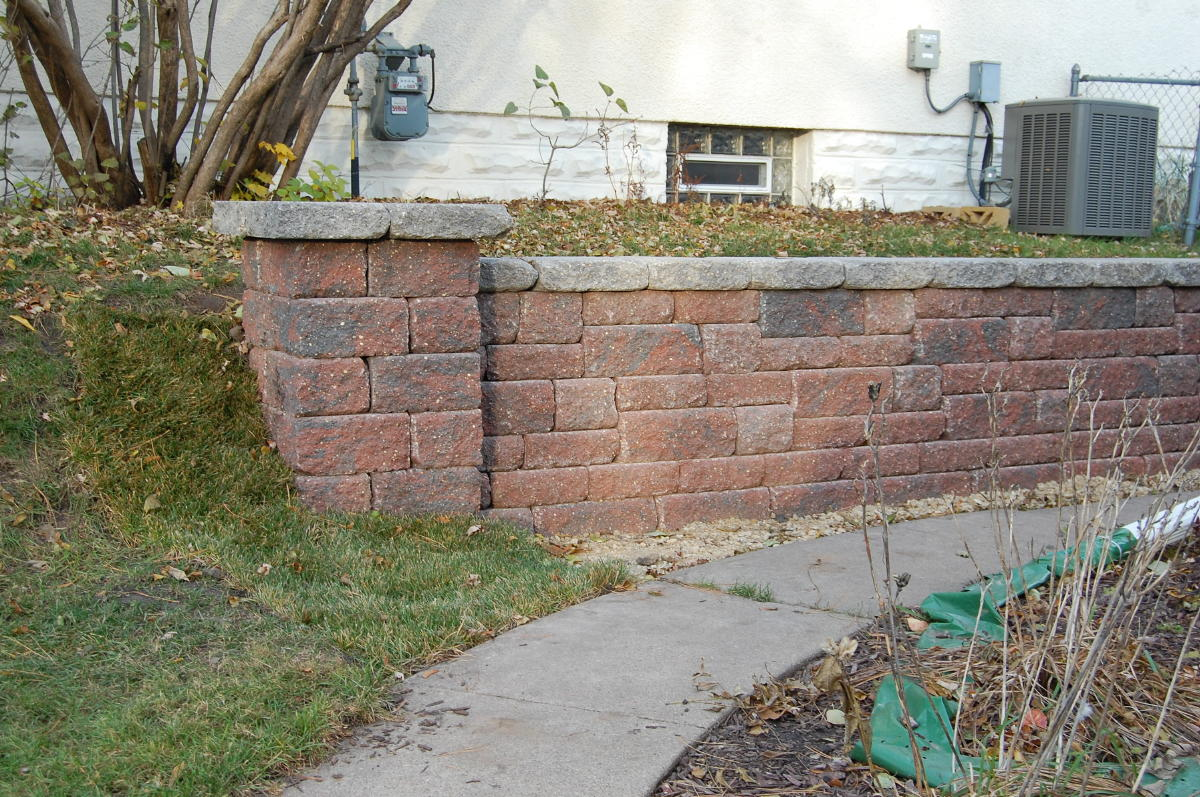 <b>Retaining wall</b> VERSA-LOK<br /><b>Color:</b> Chestnut Blend block with Grey caps<br /><b>Style:</b> Replacing timber wall; 3/4 setback; 45 degree corners<br /><b>Location:</b> Berkeley Ave. and Albert St Titusville<br /><b>Install Date:</b> November 2009