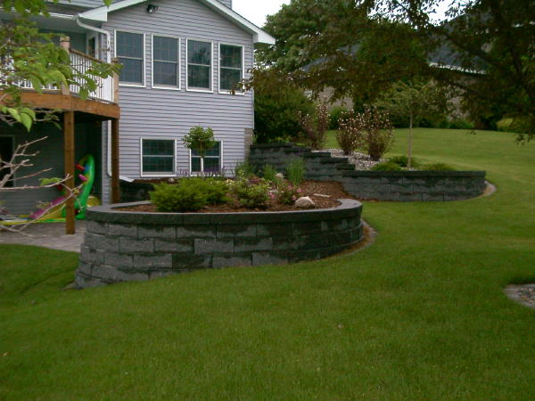 Retaining wall</b> After: Keystone Walls<br /><b>Color:</b> Keystone Slat Gray<br /><b>Style:</b> 3/4 setback; Round Planters<br /><b>Location:</b> Arden Hils<br /><b>Install Date:</b>July 2004